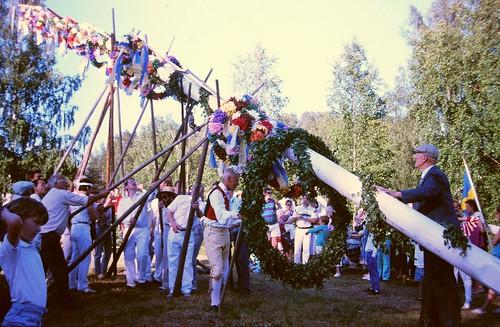 Maypole erection 1988