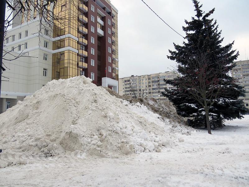 Снежная горка на площади Победы