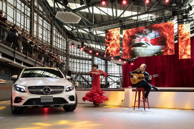 來自西班牙的吉他手與佛朗明哥舞者絕佳默契演出,展現全新GLC Coupe自烈焰淬煉而生的天生激情