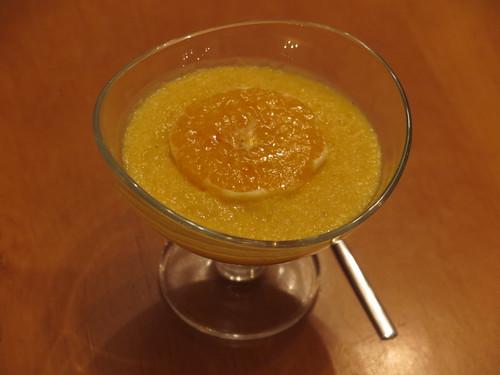 Orangenflammerie mit karamellisierter Orangenscheibe