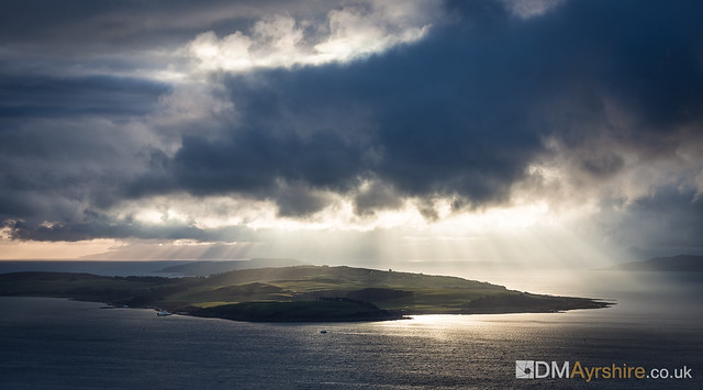 Rays over Great Cumbrae [5D3_3869]