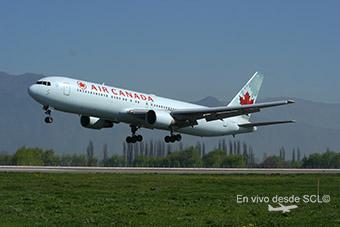 Air Canada B767-300ER landing SCL (A.Ruiz)