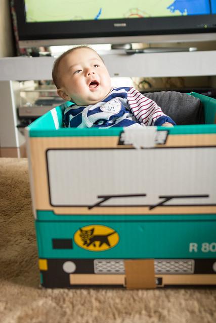 クロネコヤマトのウォークスルーボックスを使って子供の写真を撮る