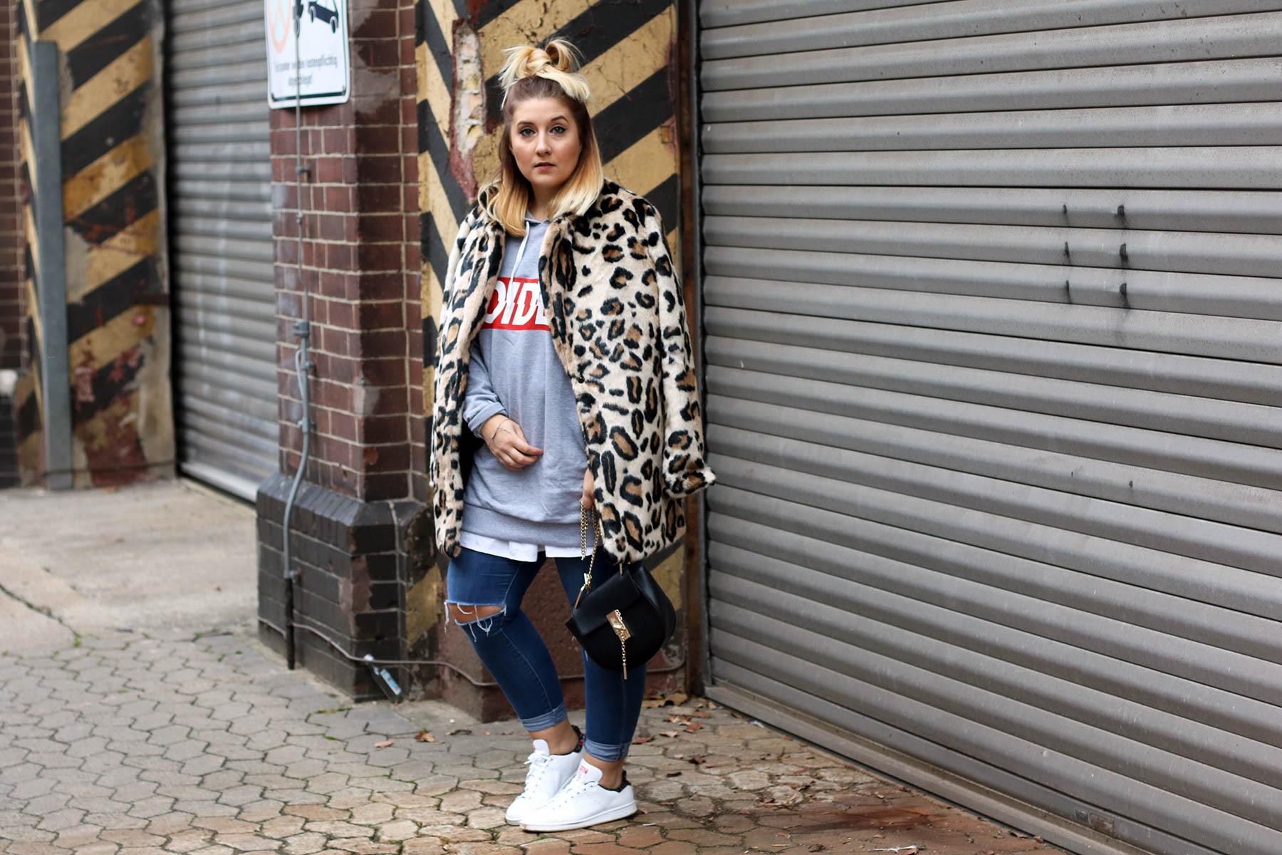 outfit-modeblog-fashionblog-fashionpassionlove-leo-mantel-trend-mantel-winter-sneaker-adidas1 (1 von 1)