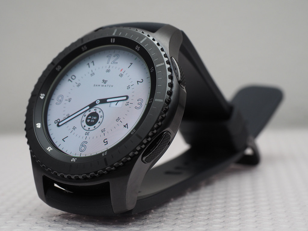 Samsung Gear S3 Frontier front view.