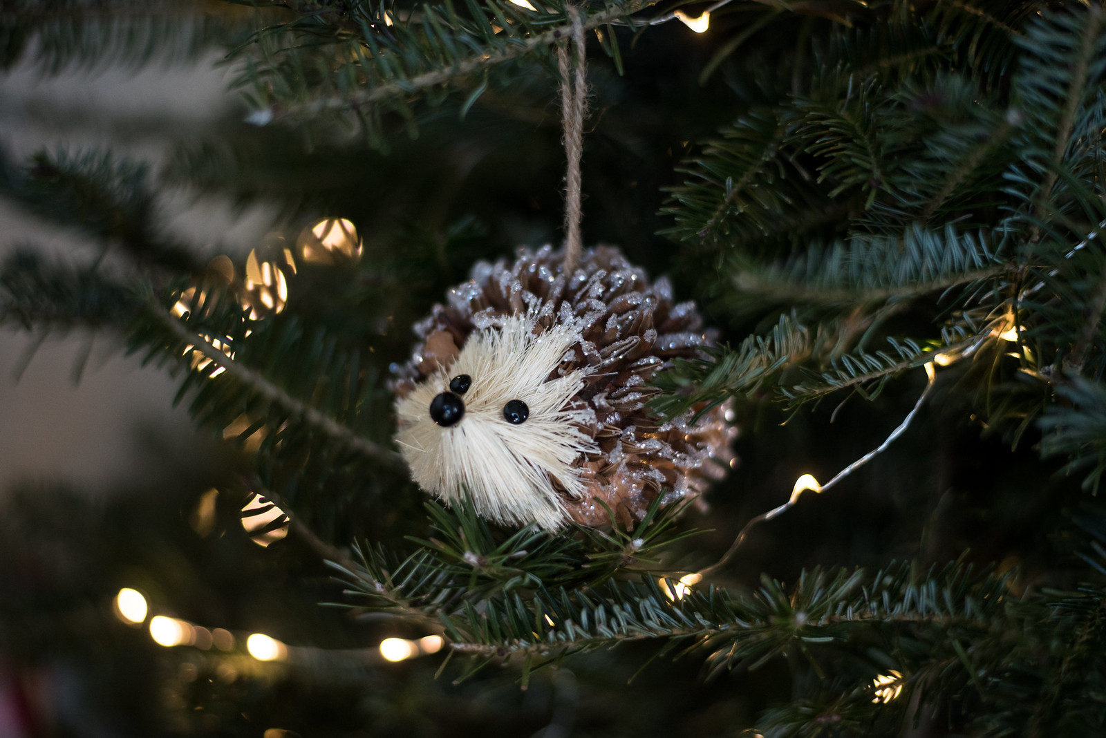 Pinecone Porcupine Ornament on juliettelaura.blogspot.com