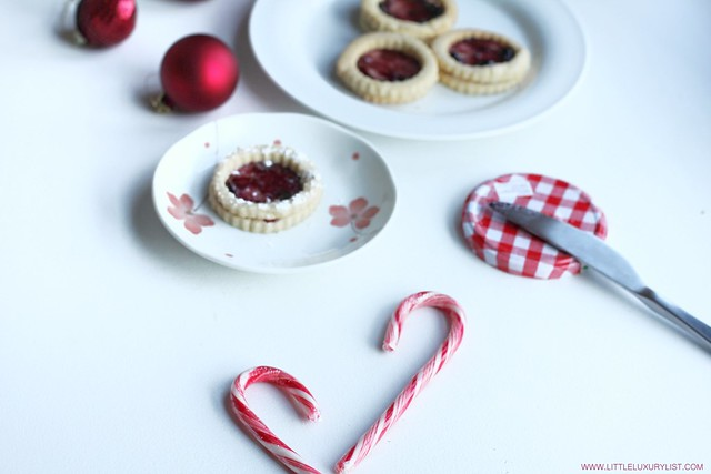 Gluten free sugar or Linzer cookies side view by little luxury list.