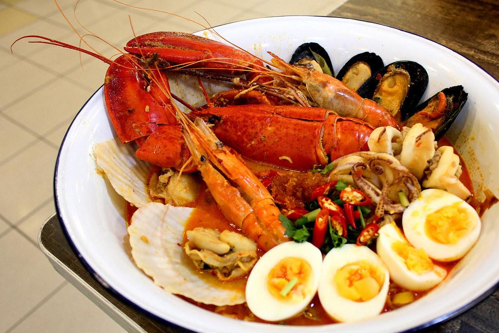 abb-zabb-tom-yum-lobster-noodle-combo