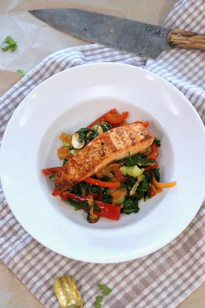 katecooks, katecooks quick healthy salmon stir fry, stir fry, healthy stir fry, salmon recipes, vegetable stir fry, crab free, new year recipe, fat burner, healthy, fitness, katelouiseblog, food styling, food,