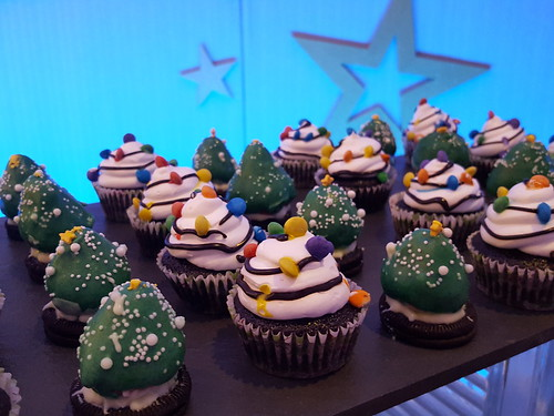 "DavaoFoodTripS.com : Seda Abreeza's Blue-themed Christmas Eve Dinner, ""Gliteratti"" New Year's Eve Countdown Party and More This December 2016"