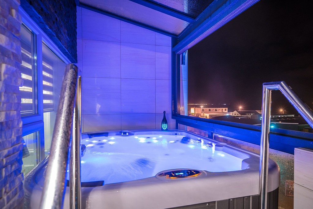 The private jacuzzi in the Sapphire Suite at the Diamond Suites