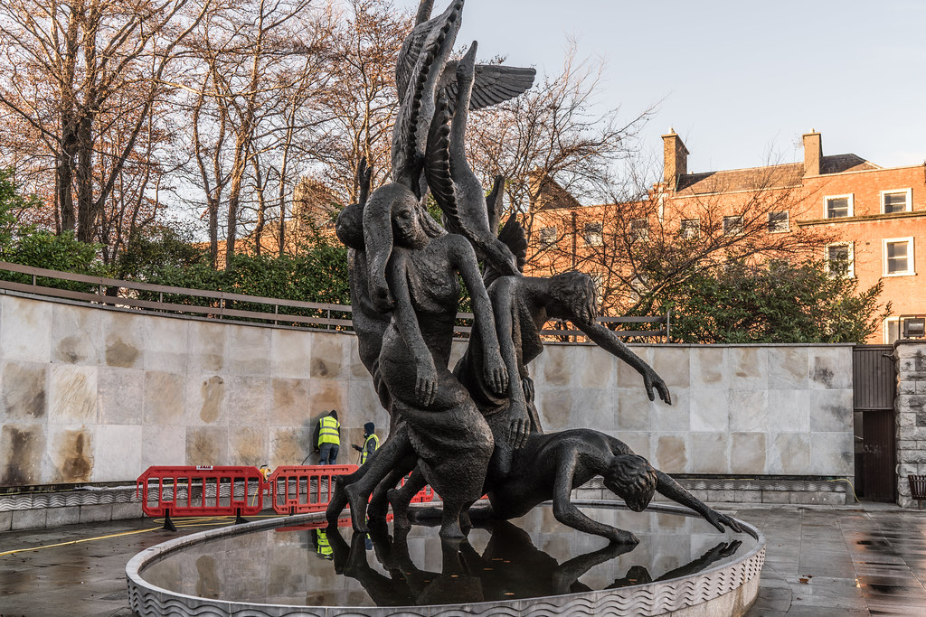 THE CHILDREN OF LIR BY OISIN KELLY [PARNELL SQUARE IN DUBLIN]-124089