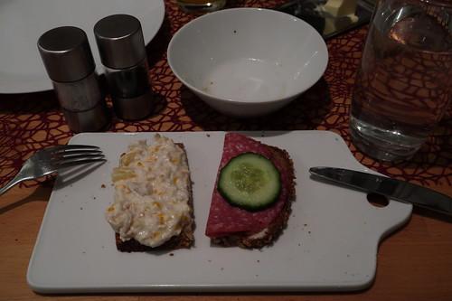 Geflügelsalat und Salami (von Bio Janssen) auf Dinkel-Vollkornbrot