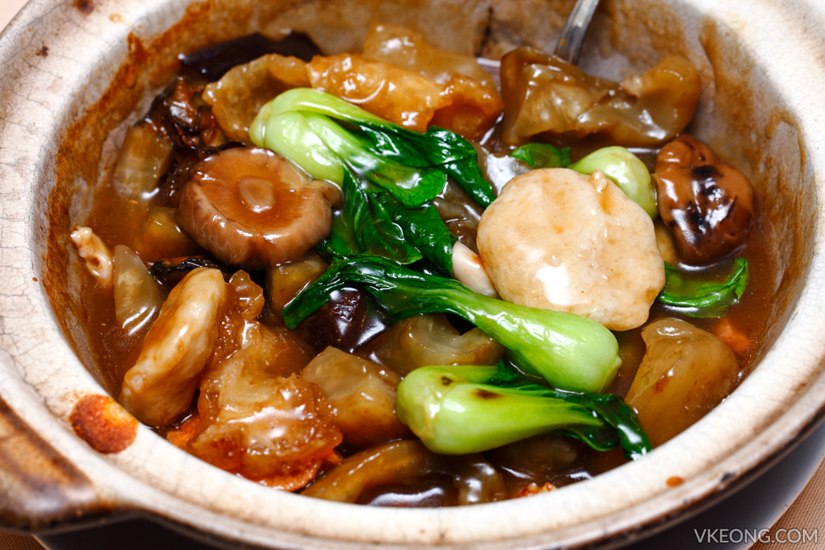 Claypot Seafood with Sea Cucumber