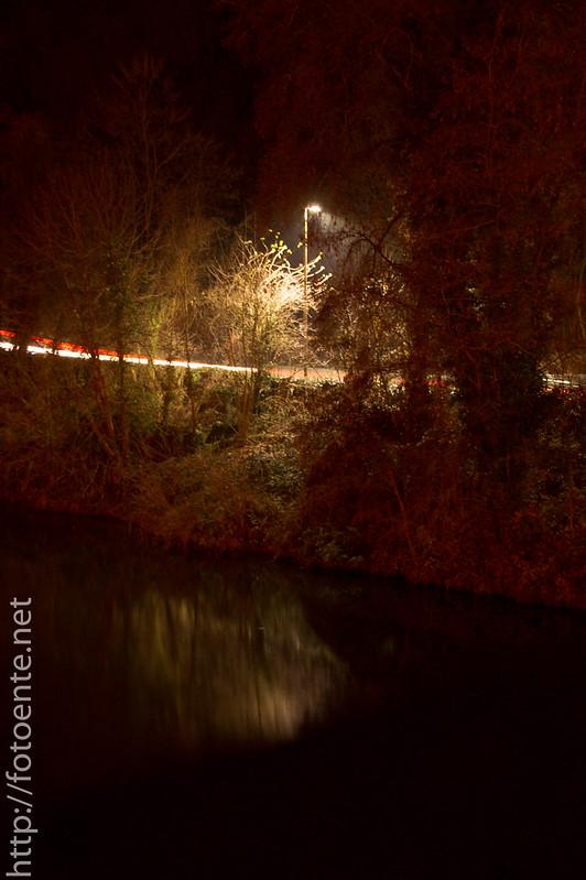 Uferbeleuchtung an Straße