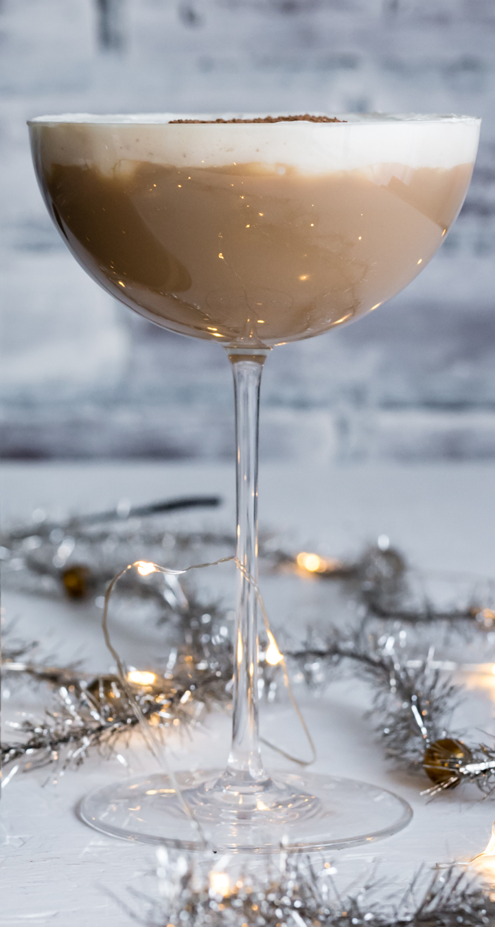Christmas Coffee Rum Cocktail www.pineappleandcoconut.com #Drinkmas