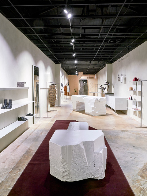 Experimental boutique interior by Ohlo studio. Sundeno_10