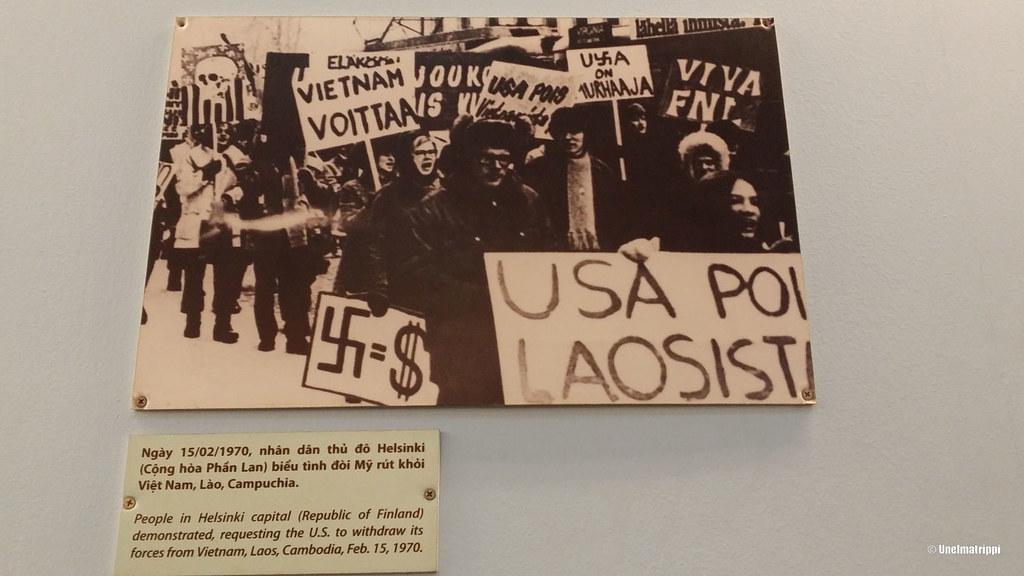 Kuva Helsingissä vuonna 1970 pidetystä mielenosoituksesta, jossa suomalaiset vaativat Vietnamin sodan lopettamista