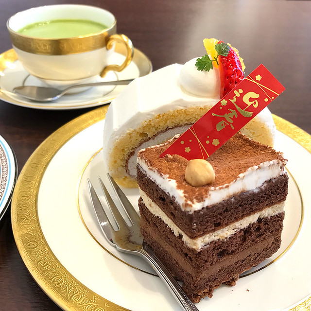 ケーキと八女茶ラテ