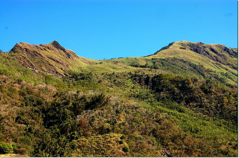 台20線仰望馬馬宇頓山(右) 2