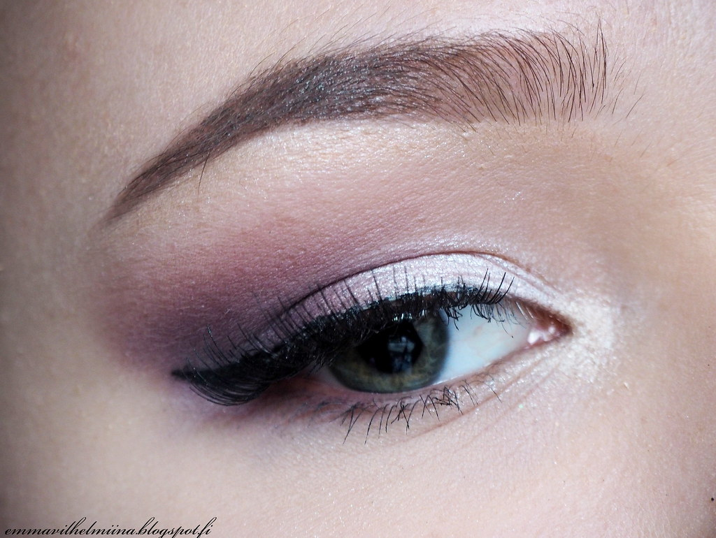 Viva la diva Mauve me purple eye make-up