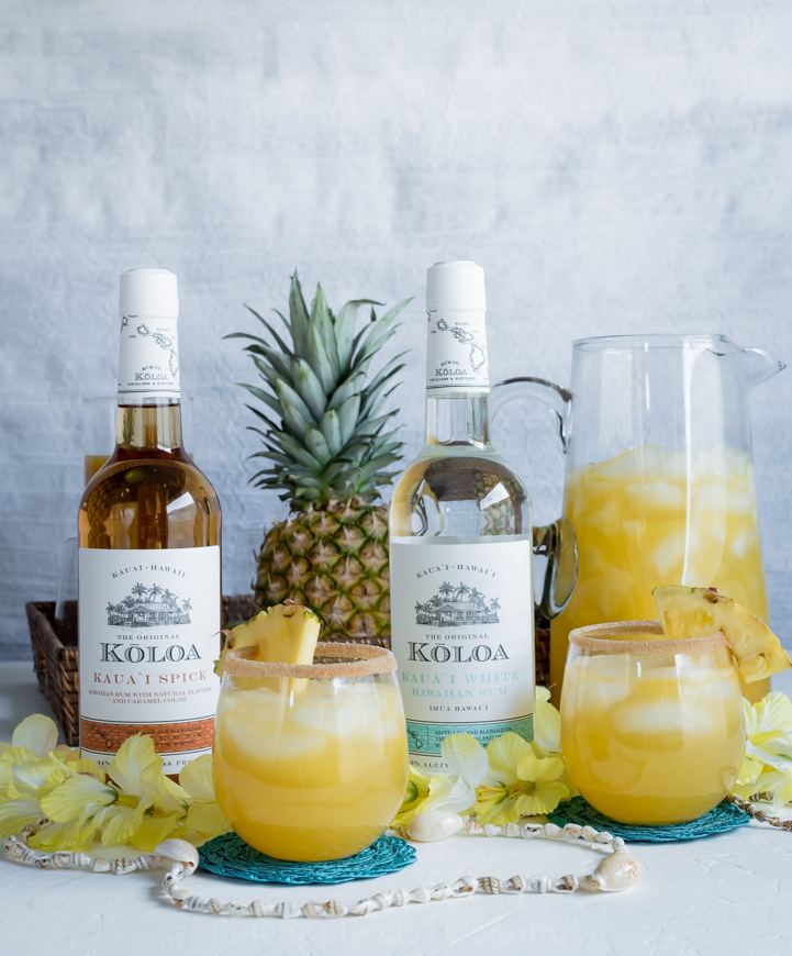Spiced Pineapple Rum Punch www.pineappleandcoconut.com #Drinkmas
