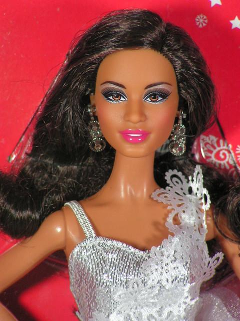 2013 Holiday Barbie AA X8272 (1)