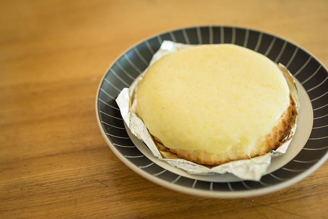 自宅でデンマークチーズケーキを食べる