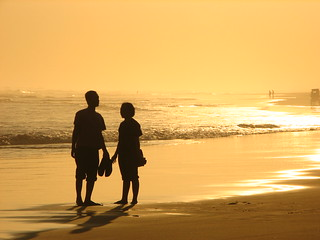 silhouettes on a sunset beach | by huipiiing