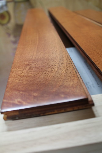 Sàn gỗ cao su - màu gõ đỏ