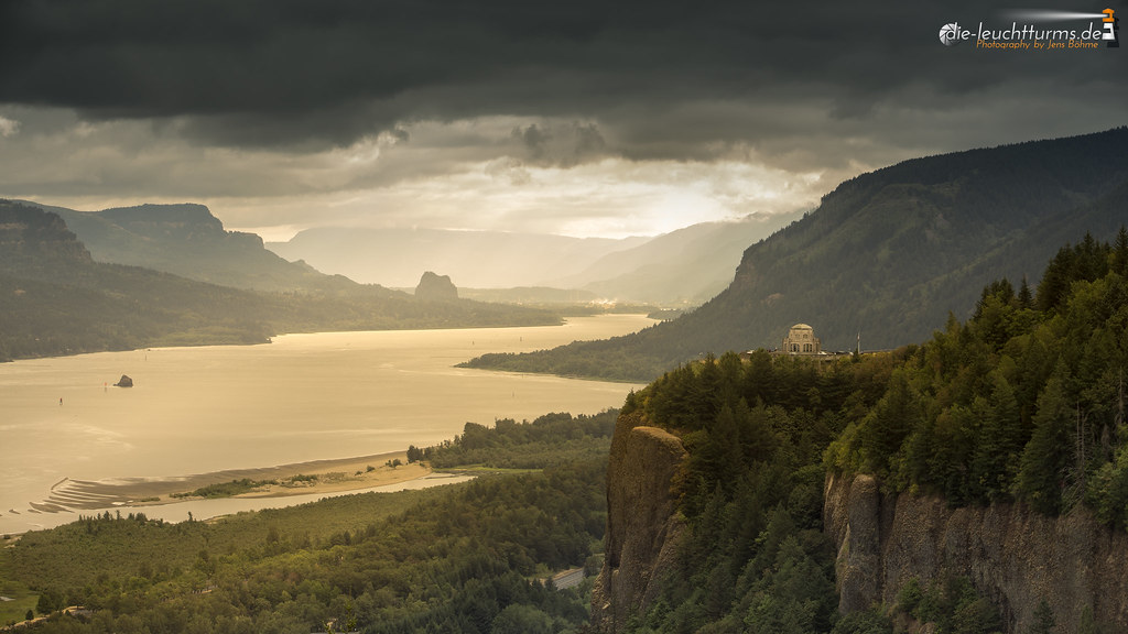 Columbia River Goge in morning light