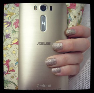 I should probably write that review I meant to do about #ASUS #Zenfone_Laser. At the very least it inspired me to wear a matching #nailpolish from my stash. So, today for #365days project we have #asuszenfone2laser and #ChinaGlaze #ImNotaLion, 26/365.