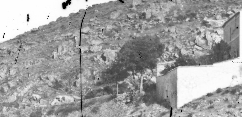 Almez de la ermita del Valle en Toledo en 1864. Detalle de una fotografía de Alfonso Begue.