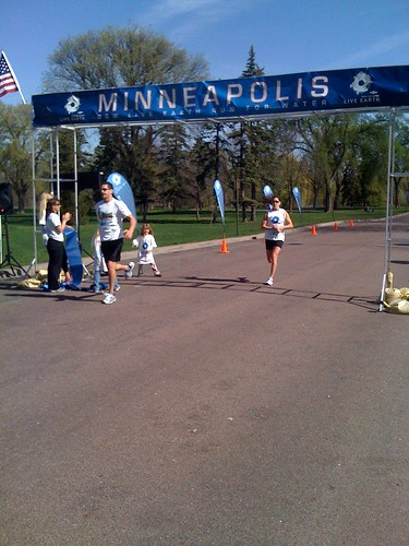Kara Goucher crosses the Finish line | by Live Earth
