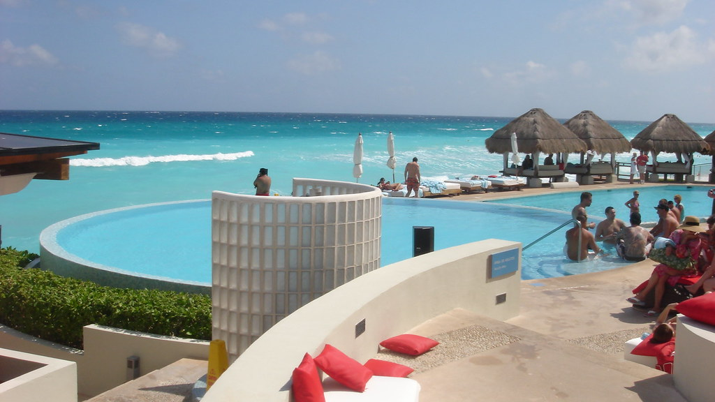 Me Melia Cancun - Adult pool