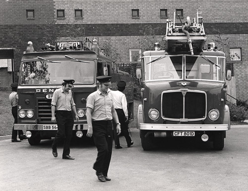 023488:Firemen Newcastle upon Tyne City Engineers 1975