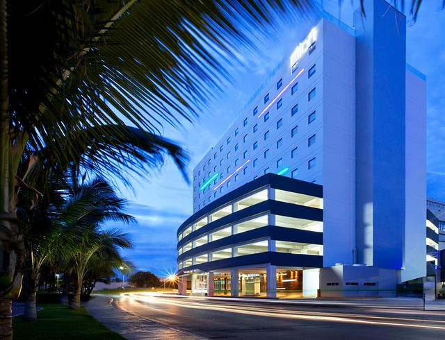 Aloft Cancun—exterior
