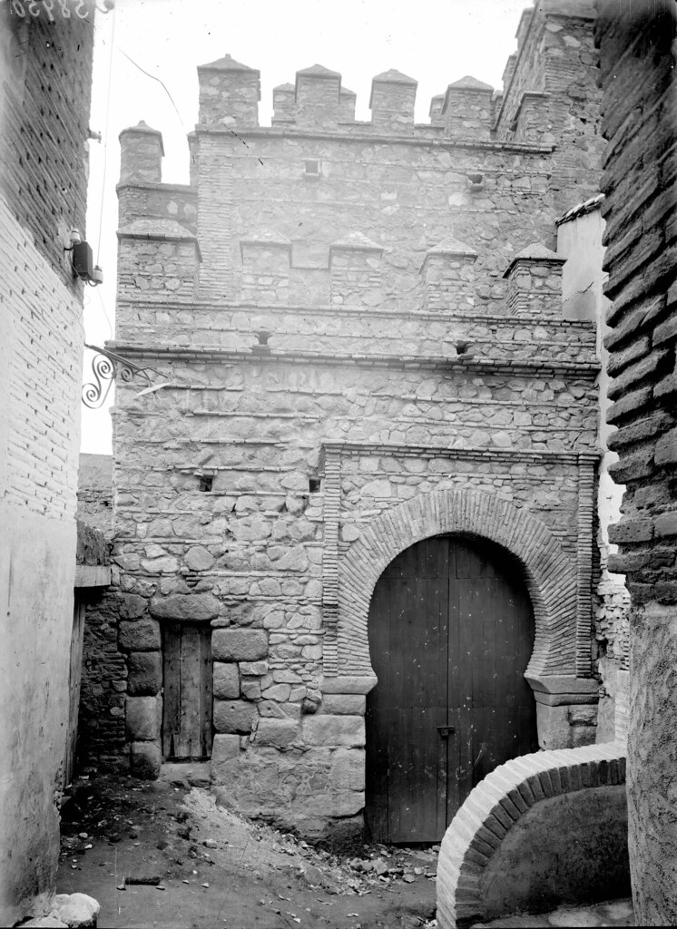 Puerta Vieja de Bisagra a comienzos del siglo XX. Fotografía de J. Lacoste © MECD, Fototeca del IPCE, signatura VN-15839_P