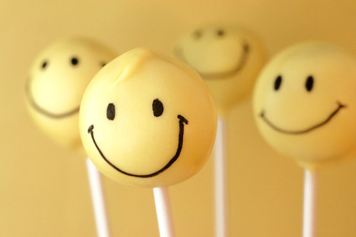 Smiley Face Pops | by Bakerella