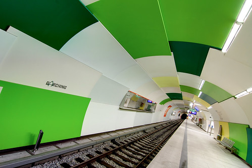 Warped Tunnel with Green and White Tiles | by yushimoto_02 [christian]