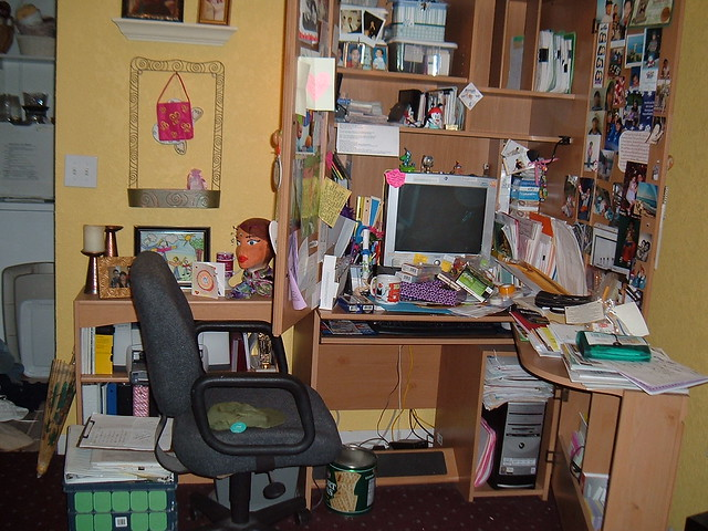my formerly cluttered desk