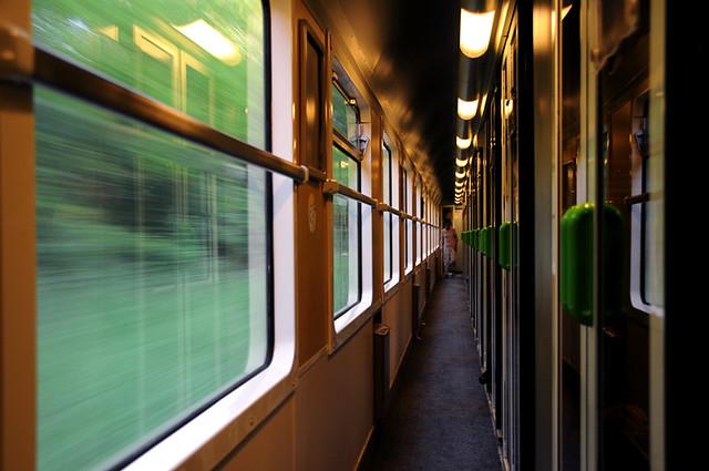 SNCF immobilier réhabiliter patrimoine AMI