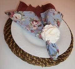 Guardanapo floral!!souplat de palha by La favelle by Anaclaudia Antunes