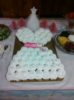my little cousin's bridal shower cupcake-cake. | by alli ♥