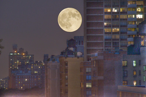 Jul 9, 2009 - Full moon over 96th St. | by Ed Yourdon