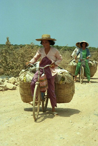 Women on bicycle with big baskets; near Hon Chong, Mekong River Delta, Vietnam | by Lon&Queta