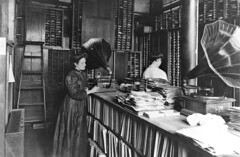 Record Matrix Room, Berliner Gramophone Company, Montreal, QC, 1910 | by Musée McCord Museum