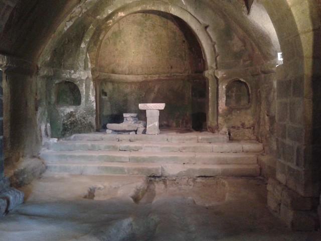 Altar en el Monasterio de San Pedro de Rocas