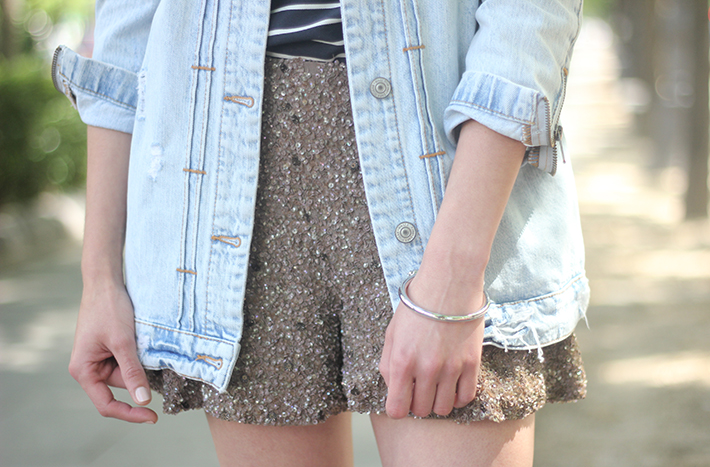 denim jacket sequins shorts striped top outfit16