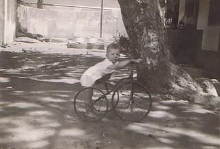 1930-08 Soerabaia Achter hangt de was te hangen